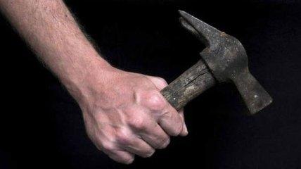 В Черкассах мужчина молотком избил водителя лимузина