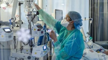 Доктор прогнозирует около 5000 госпитализаций в сутки