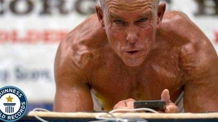 62-летний американец побил мировой рекорд по длительности стояния в планке (Видео)