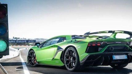 Lamborghini Aventador: компания представила первый видеотизер гоночного авто (Видео)