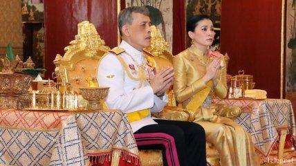 Короля Таиланда Раму Х торжественно короновали (Видео)