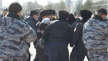Полиция напала на протестующих против переименования Астаны