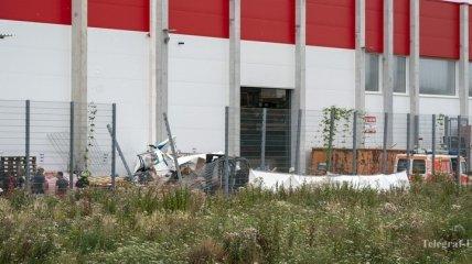 В Германии около ТЦ разбился самолет (Фото)
