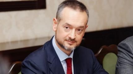 Кузяра работал с сыном Януковича и был  советником министра энергетики и угольной промышленности тех времен
