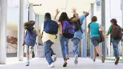 Кроме каникул, школьники получат еще шесть выходных на государственные и религиозные праздники