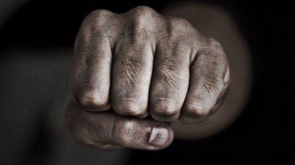 У Львові поранений чоловік накинувся з кулаками на медиків, після чого намагався скоїти суїцид