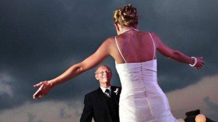 Трогательные снимки отцов, которые впервые увидели своих дочерей в свадебных платьях (Фото)
