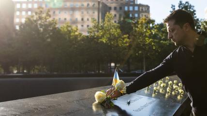 Зеленский возлагает цветы в Нью-Йорке