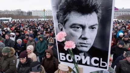 Марш памяти Немцова в Москве: оппозиционера Касьянова облили зеленкой