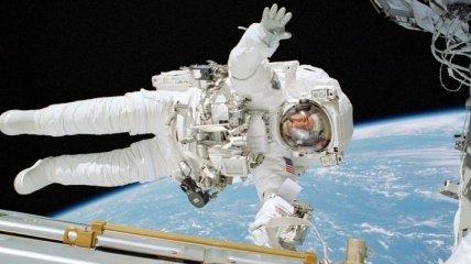 NASA транслирует выход космонавтов МКС в открытый космос