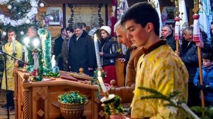 Президент с семьей принял участие в богослужении по случаю Рождества