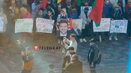 Плакаты и флаги - под станами Рады очередной митинг