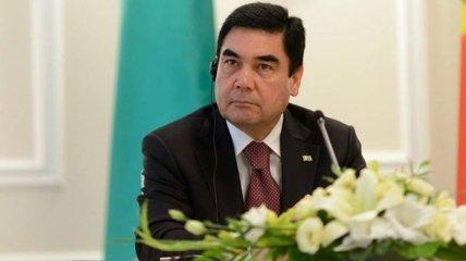"Президент Туркменистана расстрелял ""врагов"", сидя на велосипеде (Видео)"