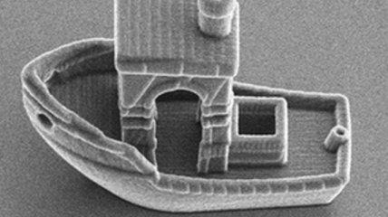 Ученые создали самую маленькую лодку в мире: она поместится на человеческом волосе (Фото, Видео)