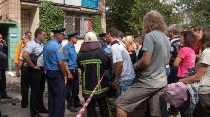 Жители дома, где произошел взрыв, получили матпомощь