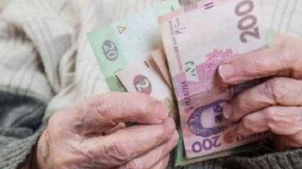 Минимальную пенсию в Украине обещают 2600 гривен, но не всем, и не сразу