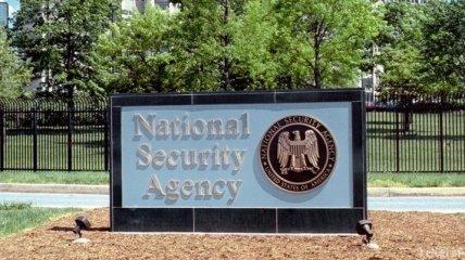 """Экс-аналитику АНБ США грозит тюрьма за """"слив"""" секретных данных"""