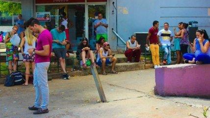 Как кубинцы радовались первым в стране Wi-Fi-спотам (Фото)