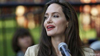 Анджелина Джоли из-за тяжелого развода продолжает терять вес