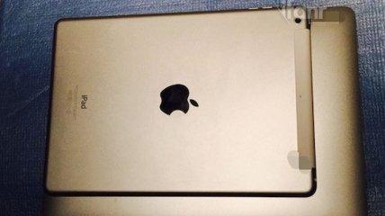 Новый MacBook Air лишился логотипа с подсветкой