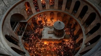 Схождение Благодатного огня: как проходит церемония (видео)