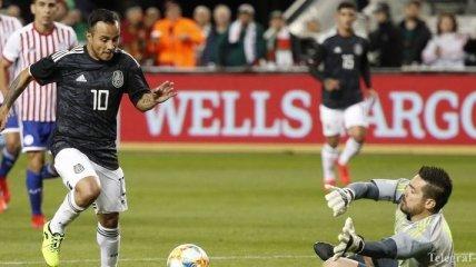 Мексиканский футболист умудрился промахнуться по пустым воротам (Видео)