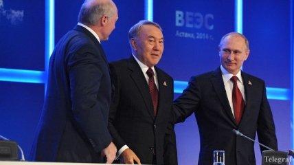 Президент Казахстана провел телефонные беседы с Путиным и Лукашенко