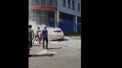"""""""Вот и батарейка сгорела"""": в Хмельницком во время зарядки вспыхнул электрокар (видео)"""