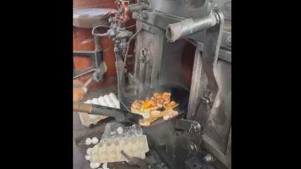В Гайвороне машинисты поезда жарили яичницу в печке паровоза