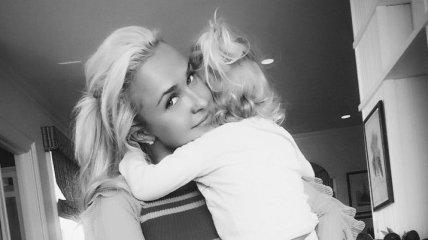 Заботливая мама: Хайден Панеттьери показала редкое фото с дочкой