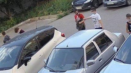 Подростков охватил очередной челлендж из TikTok: страдают автомобилисты по всей Украине (видео)