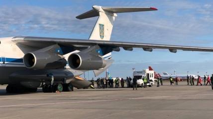 Украина продолжит эвакуировать своих граждан из Афганистана с помощью военных или коммерческих самолетов