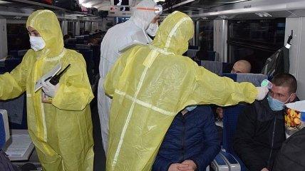 Из Польши спецпоездами доставили 1150 украинцев
