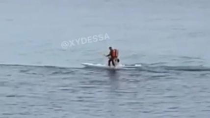 Курьер побежал по Черному морю, чтобы угодить клиентам