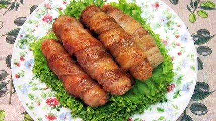 Рецепт дня: закусочные рулетики из бекона, хлеба и сыра