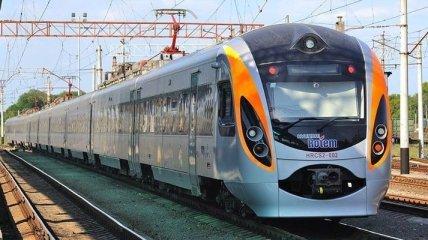 """В масках: в УЗ объяснили """"карантинные"""" правила пользования поездами"""