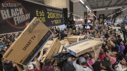 """В США """"черная пятница"""" установила рекорд по покупкам"""