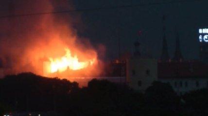 Почти шесть часов горит Рижский замок (Видео)