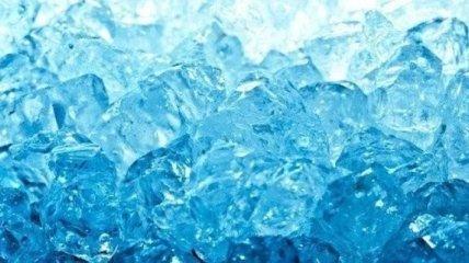 Загадочная жидкость: почему вода не замерзает подо льдом