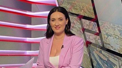 """Попавшая в ДТП украинская телеведущая показала, как """"замазывала"""" синяки перед эфиром"""