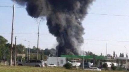 Дым видно за километры: в Киеве горят склады транспортной компании (видео)