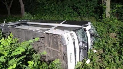На Ровенщине опрокинулся польский автобус с украинцами, 16 человек в больнице (фото)