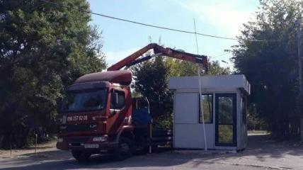 В Одессе снесли будку парковщиков