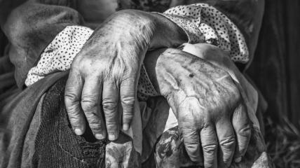 Люди действительно могут жить более 100 лет, но отчасти это зависит и от удачи