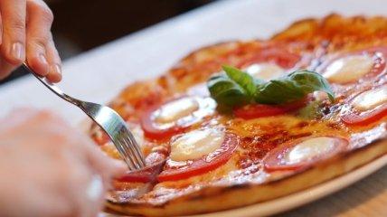 С какими делами лучше повременить после еды: 7 вредных привычек