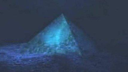 На дне Бермудского треугольника найдена пирамида из хрусталя