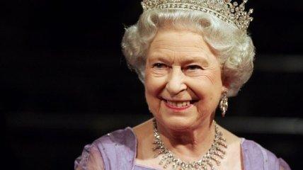 Очередной повод для обсуждения: королева Елизавета вышла в свет с принцем Эндрю
