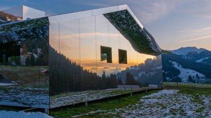 Будинок-дзеркало у Швейцарських Альпах вражає
