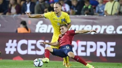 Евгений Макаренко в матче с Чехией