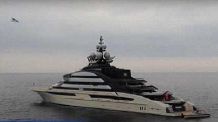 Гигантскую яхту официально богатейшего россиянина заметили у берегов элитного средиземноморского курорта (фото, видео)